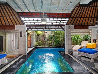 Spacious Villa Firdaus 100 X in Seminyak close to beach, resturants, and shops