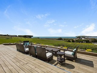 3BR w/ Sweeping Ocean Views, Private Hot Tub & Decks. Walk To Beach