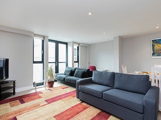 126. COVENT GARDEN LOVELY 2BR 2BA FLAT - SUPER CENTRAL LOCATION!