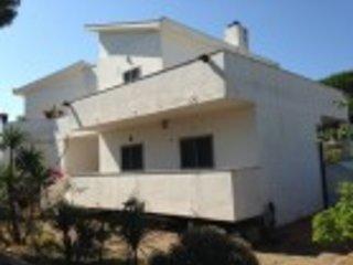 Apartment in villa 700 mt from the sea