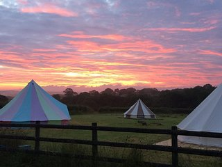 Reforge Retreat - Glamping with onsite bar - in beautiful countryside