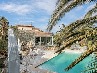 2 bedroom Villa in Saint-Aygulf, Provence-Alpes-Côte d'Azur, France : ref 560573
