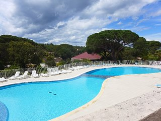 3 bedroom Apartment in Saint-Aygulf, Provence-Alpes-Cote d'Azur, France : ref 53