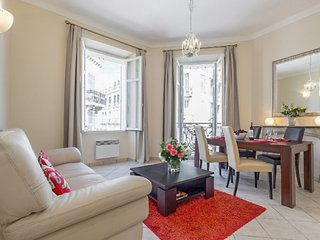 Apartment i a beautiful Haussmann building with high ceilings, central location