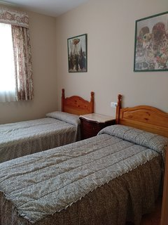 Habitación dos camas, ideal como infantil.