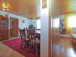 Apartment 16184