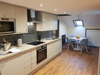 The Loft at 134 a Self contained 2 bed 3rd floor Apartment with private parking.