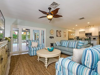 Affinity Pearl - Tropical Oasis, Pool, Covered Patio, Near Beach
