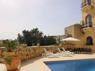 Ad Hoc BnB stunning double/twin bedroom with sea view