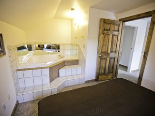 1 Bedroom Suite With 2 Person In Room Jacuzzi #7 At Green Mountain Falls Lodge