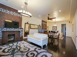 Luxury 4BR Penthouse in Downtown by Hosteeva