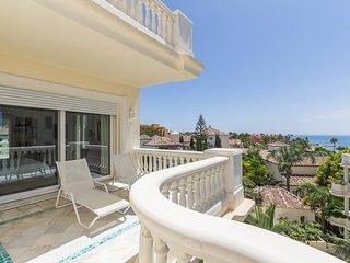 Amazing luxury apartment front line beach, New Golden Mile.