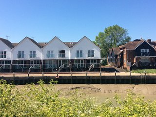 Kittiwakes. 1Bed self catering apartment overlooking the River Brede, Rye.