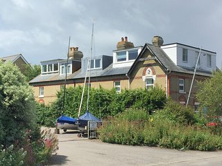Seaside romantic or family bolthole, fab coastal walks, beaches waterpark near.