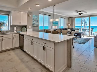 Newly renovated condo on 3rd floor, 3 BR, 3 BA, sleep 10. Beautiful Ocean View!