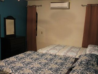 Hostal Santo Domingo-Deluxe Room with 2 Queen Beds