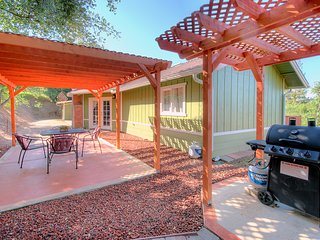 Harmony Hilltop Hideaway, pet friendly, close to Yosemite!