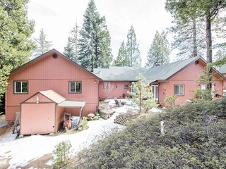 NEW LISTING! Family-friendly home in quiet neighborhood, town views!