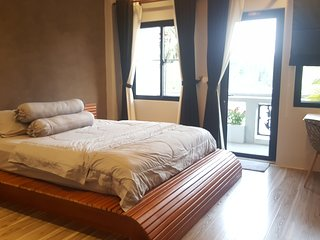 Near Royal Palace - Garden View Apartment w Rooftop & Jacuzzi
