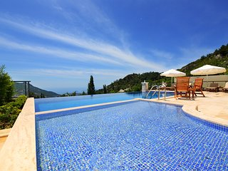 Luxurious 4 Bedroom Villa with Secluded Outdoor Pool & Large Indoor Heated Pool