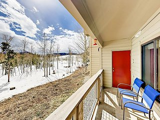 2BR w/ Private Patio, Mountain Views & Hot Tub - Near Free Shuttle
