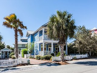 Boogie Board Inn: Luxe 4BR w/ 3 Pools, Tennis & Private Lake - Walk to Beach