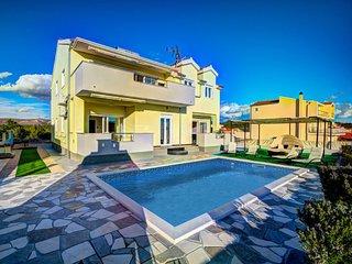 5 bedroom Villa in Brodarica, Sibensko-Kninska Zupanija, Croatia : ref 5606200