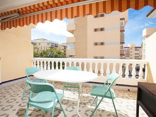 3 bedroom Apartment with Air Con and Walk to Beach & Shops - 5606284