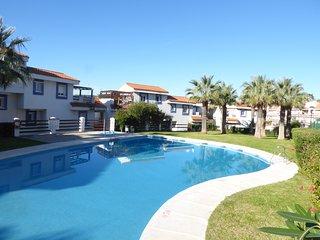 Bonito apartamento cerca de Estepona con vistas al mar