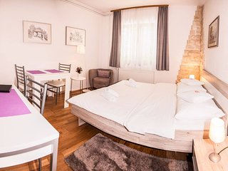 Apartment Bramado: Studio with Terrace only 5 km from famous Plitvice Lakes