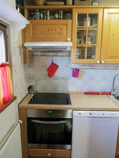 Fully equipped kitchen with electric range