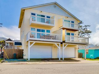 Delightful dog-friendly townhouse with ocean view & nearby beach access