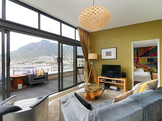 Fantastic Top Floor Apartment in CBD of Cape Town