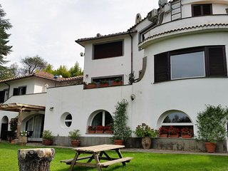 Cosy  2bds apartment in villa with pool north Rome