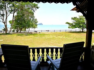 Sri Ketapang Beachfront Chalet