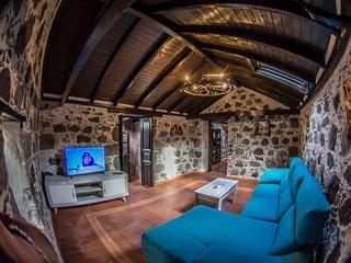 Los Pinos, casa tipica canaria con amplia terraza y barbacoa.
