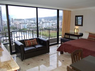 Premium Studio w/kitchen, high floor, panoramic views. Minimum rental 5 nights.