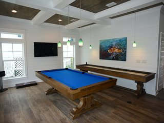 Chill Pill New 7bd-7.5ba sleeps 24, Pool Table AND Shuffleboard, Private Pool