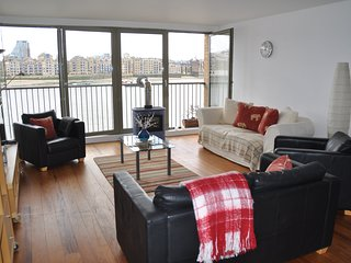 Spectacular Thames River View Luxury Apartment