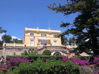 Mansion, magnificent gardens, beach 5 min walking