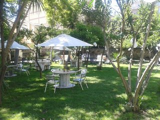 Villa with pool and garden 300mt from the Normanni Palace et Park D'Orleans