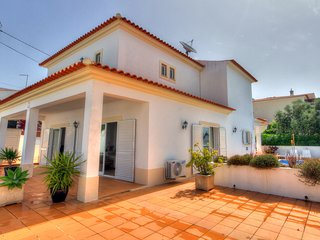 Beautiful 3 Bedroom, 3 Bathroom Pool Villa with Air Con, Free Wi-Fi, UK TV