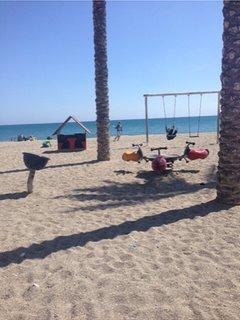 Columpios Playa delante de la Urba.