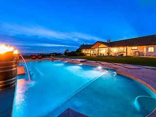20% OFF OCT - Stunning Wine Country Property, Pool, Jacuzzi, Large Yard