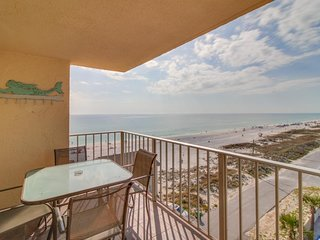 Oceanfront condo w/ shared pool & hot tub - walk to dining, near attractions!