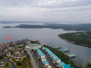 BRANSON HOLLISTER LAKESIDE CONDO, MARINA BOAT RAMP, BEST RATES 5 MIN-BIG CEDAR