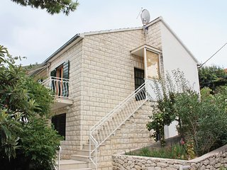 Three bedroom house Splitska, Brač (K-5668)