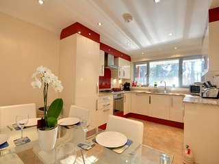 2 Red Sails, Sandbanks holiday home, close to the beach and pet friendly