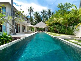 Beachfront villa in Bali with a 17 meters long infinity pool and a private beach