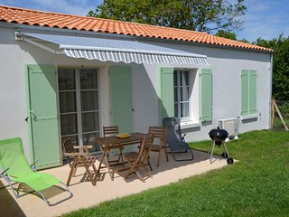 2 bedroom Villa in Saint-Georges-d'Oléron, Nouvelle-Aquitaine, France : ref 5545